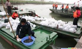 泰州第三届放鱼节举行放流各种鱼种50多万尾(图)