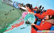 """首届洪泽湖""""放鱼节""""举行放流各类鱼种22万尾(图)"""